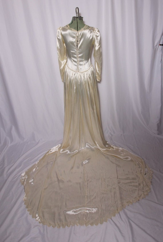 Vintage 1940's - 1950's Scalloped Satin Wedding Dress | Bride | Long Train | Crotchet | Old Hollywood | Classic Style | Lace