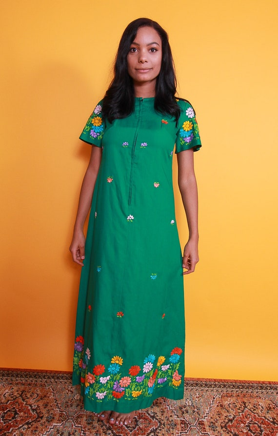 Vintage Green Kaftan Dress W/ Colorful Embroidered Dress | Bohemian Chic | Festival | Floral