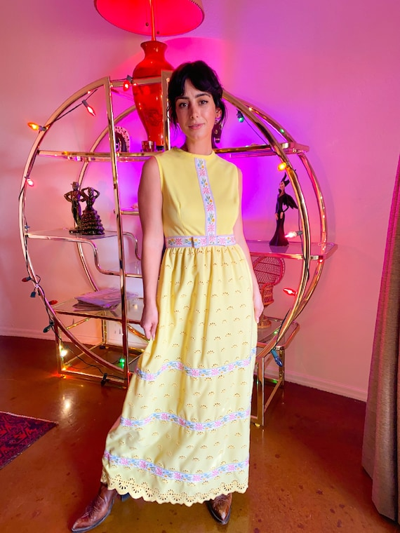Vintage 1960's Pastel Yellow and Embroidered Floral Summer Dress