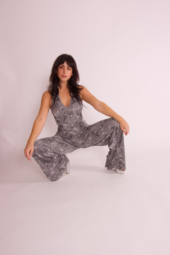 Vintage Sexy 90's to Y2K Stretchy Silver and Grey Halter Disco Babe Jumpsuit