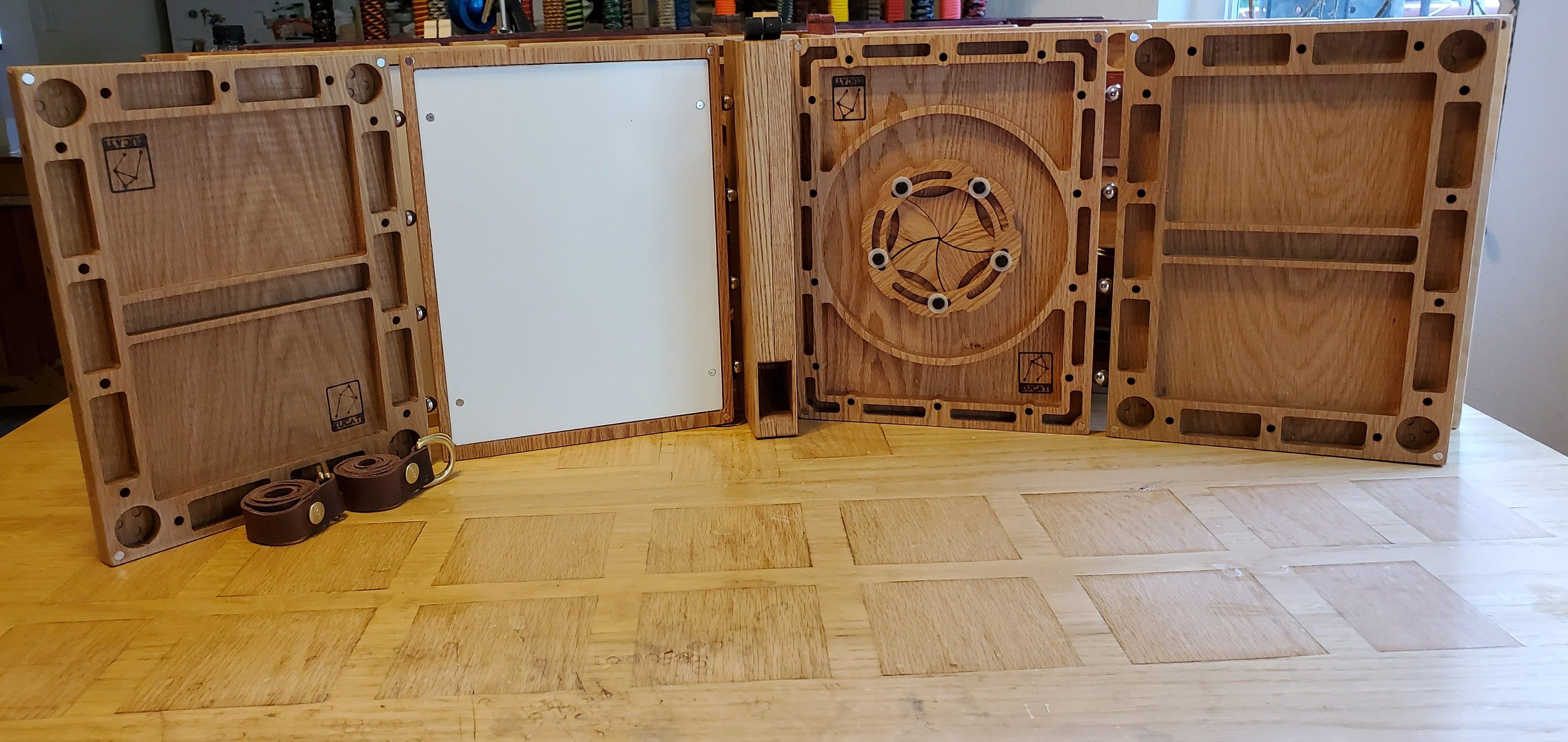 Dungeons and Dragons Master Screen - Oak