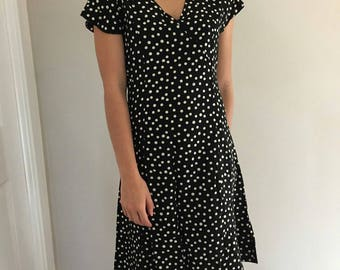 Black and white Polka dot spotty v neck vintage dress