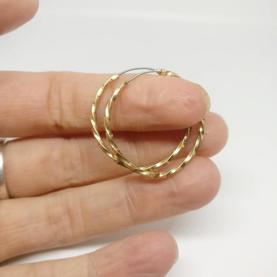 1980s gold tone twist hoop earrings