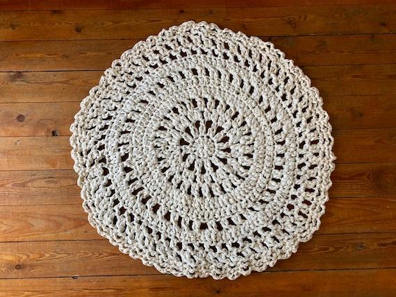 Tapis Rond Ajouré Au Crochet En Fil De Coton Recyclé Trapilho Couleur Marbre Crème écru 80 Cm