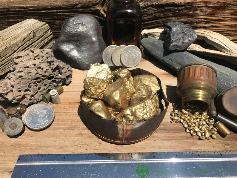 Old MINERS Tin With Large Faux Gold Nuggets Helps An Independent Miner GOLD NUGGET Replicas Heavy Gold Painted Iron Stones Display Item