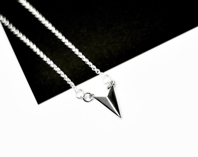 Featured listing image: 925 Sterling Silver Geometric Arrow Necklace