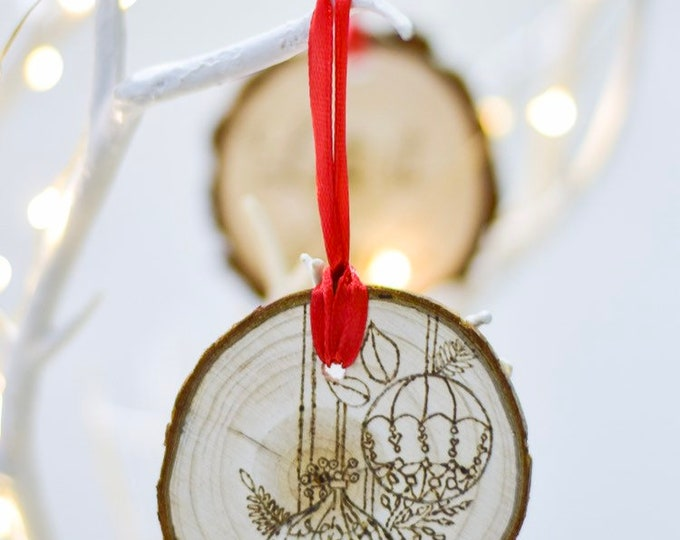 Baubles (Pyrograhed log round) Tree Ornament