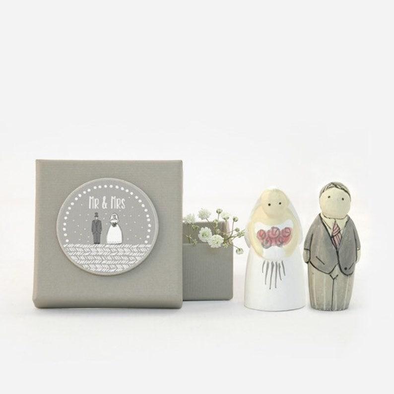 Bride & Groom Figures image 0