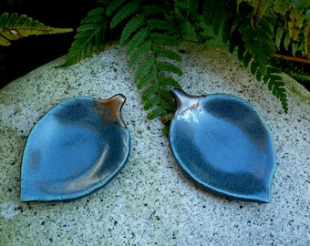 Small teal leaf dishes
