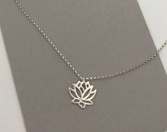 Simple flower charm bracelet, rose outline, shiny silver, minimalist, 925 sterling silver, jewelry for every day