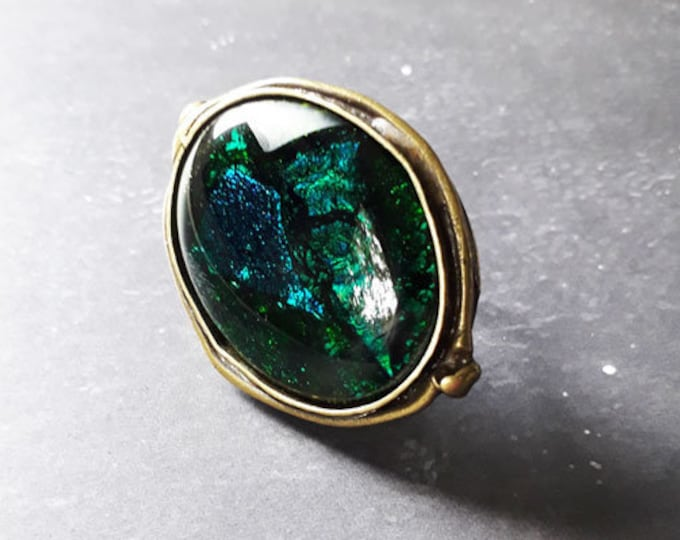 Green ring in cast glass and antique bronze setting