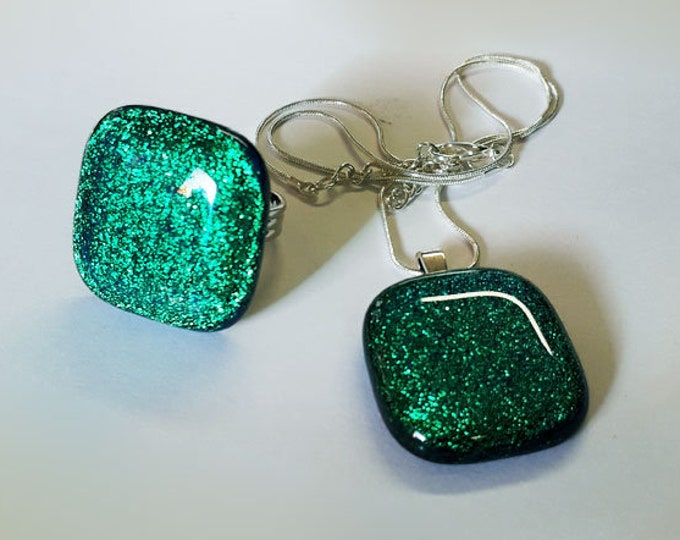 Green jewellery set, ring and pendant, in bright green fused dichroic glass, ring and pendant