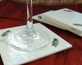 Set of 2 Xmas coasters in white fused glass with floral christmas wreath details