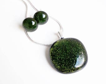 Green jewellery set, in sparkly green fused dichroic glass.