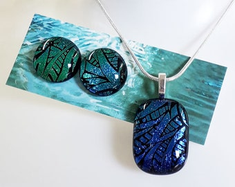 Fused glass earring & pendant set in blue green tropical pattern