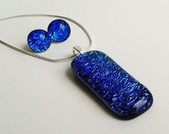 Blue dichroic jewellery set, in blue/green/purple rainbow fused glass.