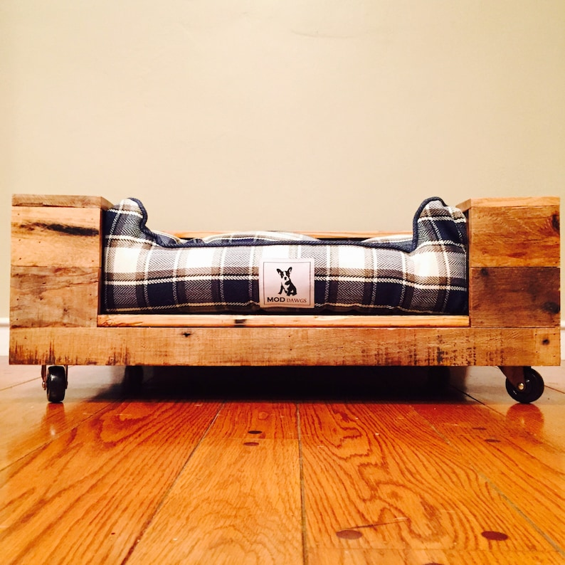 Pallet Wood Dog Bed image 0