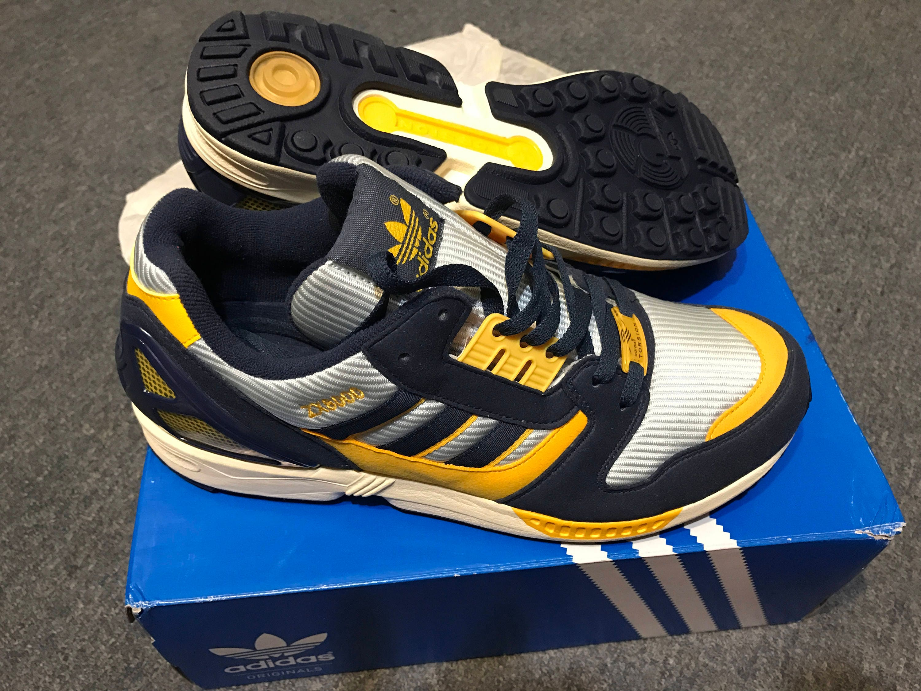 Adidas ZX 8000 ,us 9 1/2 , torsion vintage footwear New without tags