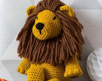Lion Crochet Kit. Amigurumi Giant Chunky crochet Kit. Merino Yarn. Easy crochet pattern by Wool Couture