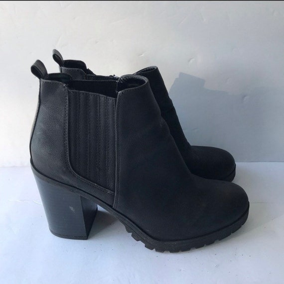 90's Ankle Boots/Booties; vintage boots size 8/8.5 - image 1
