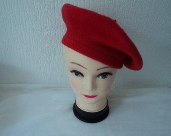 24a3bf8b0eb67 Vintage ladies red beret (08095)