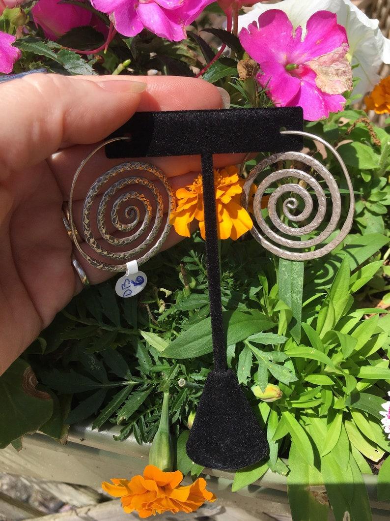 Hoop swirl earrings