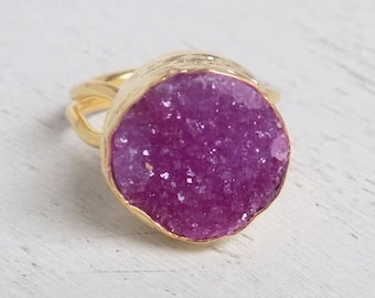 Druzy Ring, Pink Druzy Ring, Fuchsia Raw Druzy Ring, Round Stone Ring, Crystal Ring, Gemstone Ring, Small Stone Ring, Raw Stone Ring, D2-28