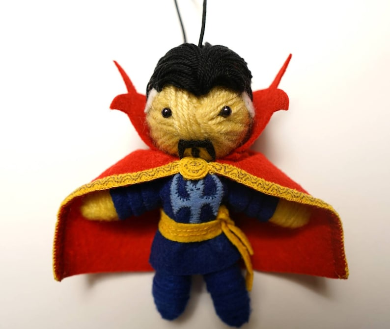 Doctor Strange - handmade yarn keychain / accessory / display