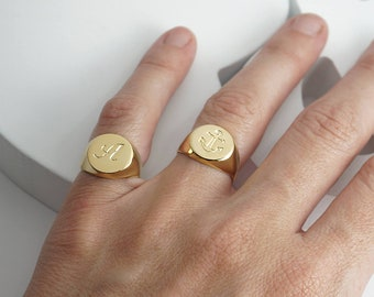 Personalized gold signet ring engraved with initial for Men / Women , Custom pinky ring in Gold / Silver