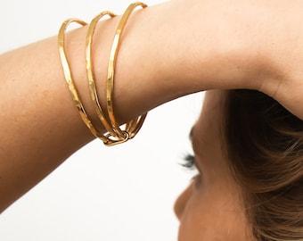 Set of 3 Gold stacking bangle bracelets, Women layering bracelets, Hammered gold bangles