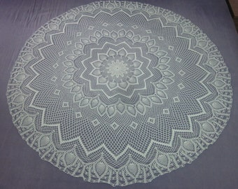 T04 - Round green crochet tablecloth D 116 cm