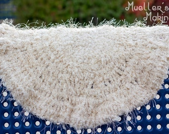 30-inch Circular rug/blanket for newborn. Perfect as a photo prop!