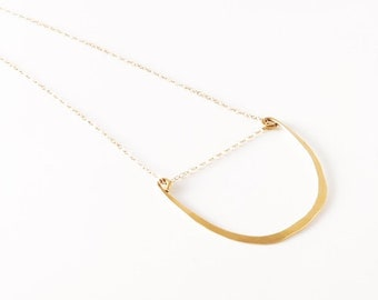 Delicate Crescent-Shaped Layering Necklace