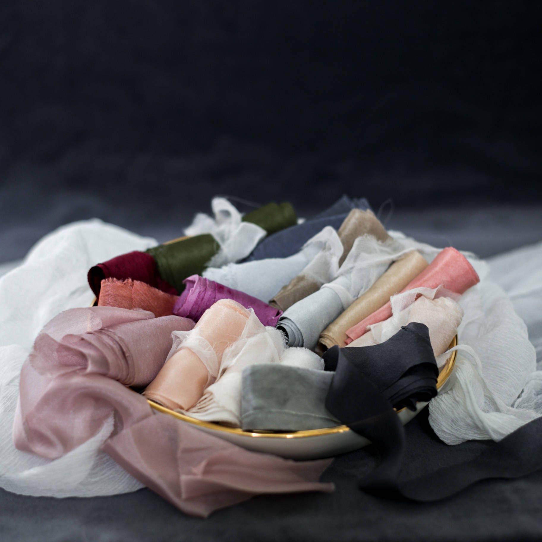 Rubans de soie | Assortiment de rubans | Usine Usine Usine de teints / Styling Bundle mariage Luxe rubans de soie, rubans de fleurs, rubans de papeterie, soie naturelle ec4608