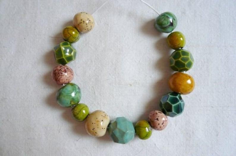 perline perline ceramica per collana idea regalo compleaano amica- gioielli originali 15 perline ceramica tonalit\u00e0 verde ceramica