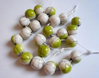 6 perline raku bianche sfumate in verde - perline ceramica raku per collana e gioielli originali - perline - ceramica - raku - perline raku