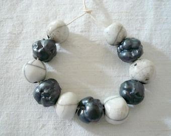 11 perline ceramica bianche e grigie - perline ceramica per collana - gioielli originali - idea regalo amica - per lei - ceramica - raku -