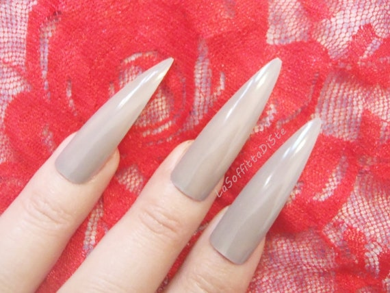 press on false nails beige nude medium long stiletto nails costume rock  drag queen false nail uñas quirky cosplay men pointy lasoffittadiste
