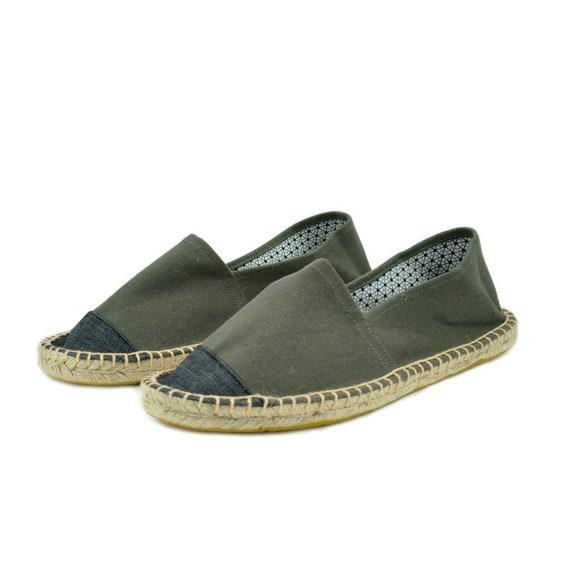 Lin chaussures sont faites de lin chaussures, qui qui qui sont constituées de chaussures en lin. | Online Store  b00587