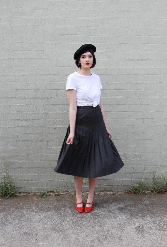 SALE Vintage 1970s Grey Wool Pleated Skirt / Charc