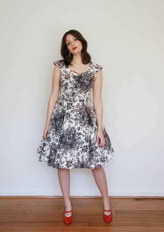 Vintage 1950s Rose Cotton Dress / 50s Floral Dress