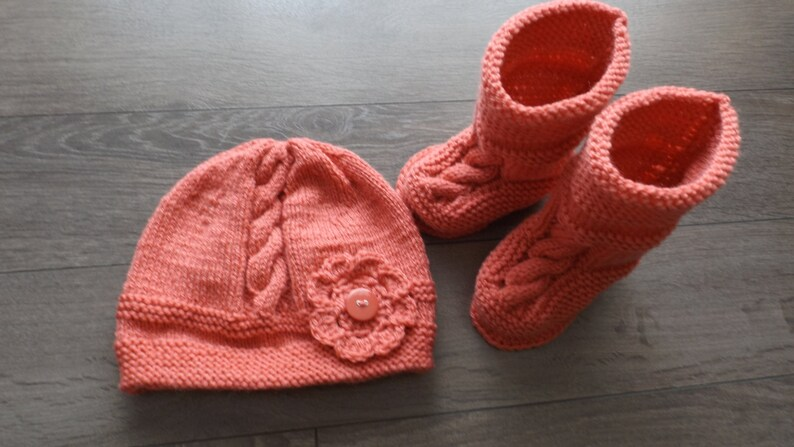 9-12 months top tuque and slippers with twists and flower