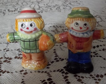 Scarecrow salt and pepper shakers