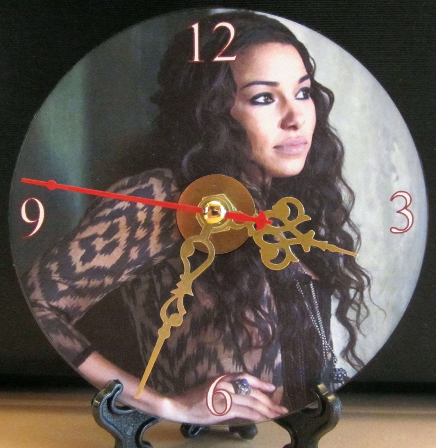 New Black Sails Anne Bonny CD Clock Pirates  Original TV Series Nice!!