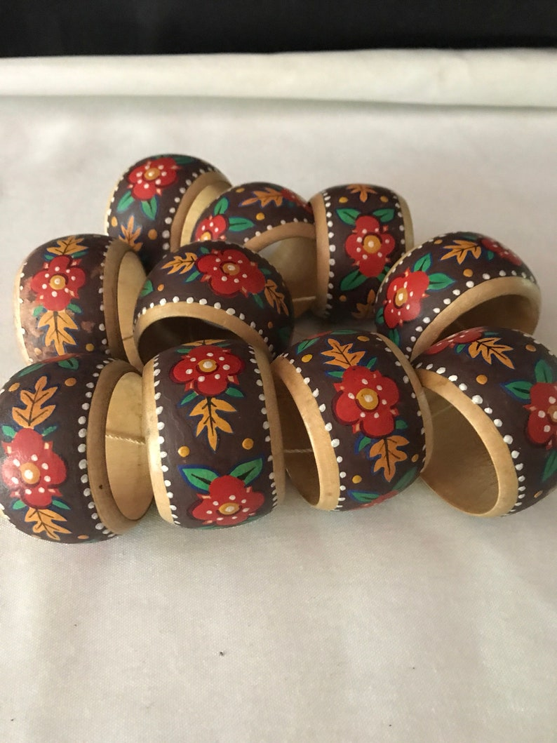 Vintage folk art country wooden painted circular napkin rings