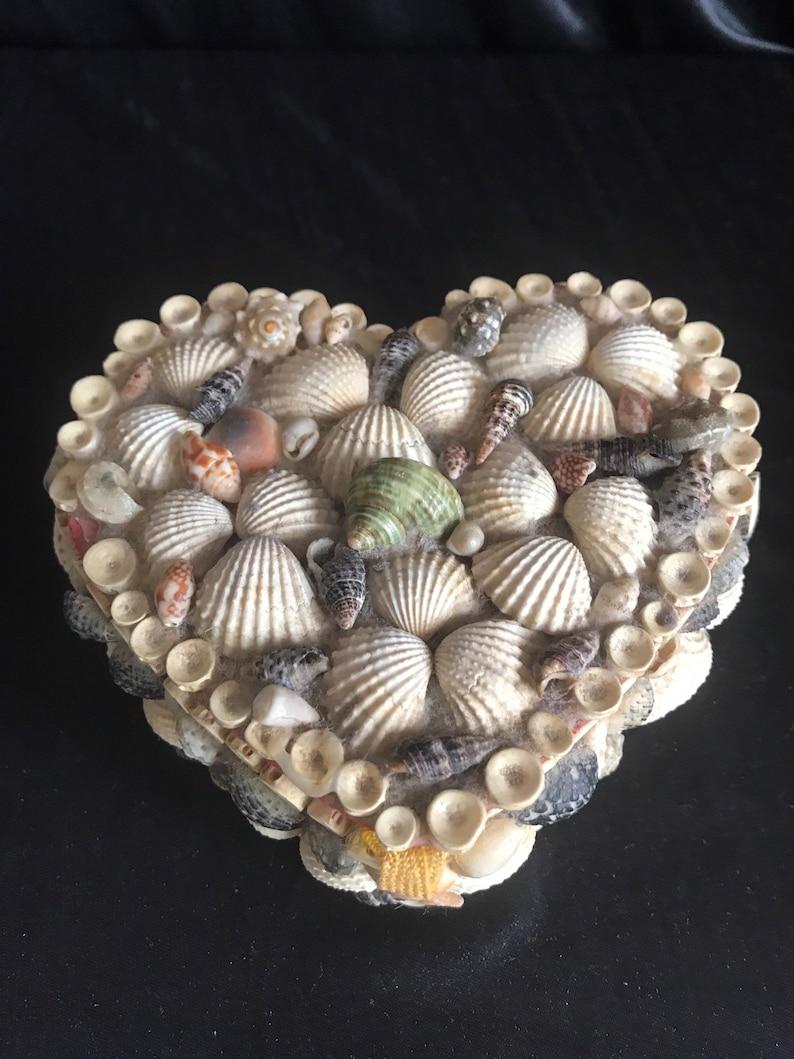 Keepsake -heartshaped heartshaped art/&craft Vintage 70s heart seashell jewelry box hinged 3d trinket