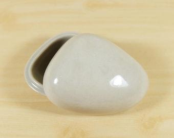 Japanese Incense case KOGO Kyo ware, Seashell molded, Transparent glaze, Kyo yaki Pottery Incense Container Tea Ceremony Tea Utensils, KODO