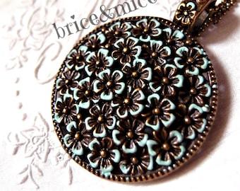 Necklace with big pendant-Flower pendant necklace-vintage necklace-Medallion Necklace-Verdeacqua necklace-long necklace
