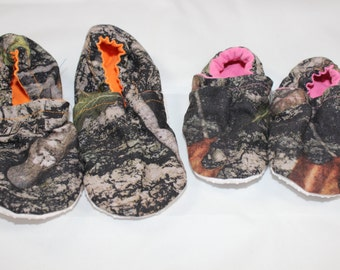 Camo booties, cloth booties, baby booties, soft soled shoes, baby footwear, cloth moccasins, child shoes, hunting, deer
