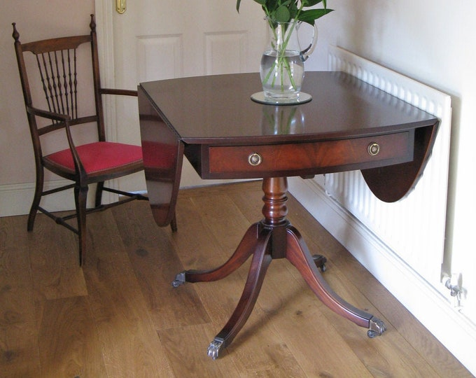 Regency Style Mahogany Oval Drop-Leaf Dining Table